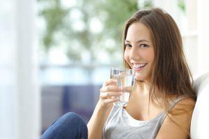 3 thói quen uống nước tăng nguy cơ hình thành sỏi